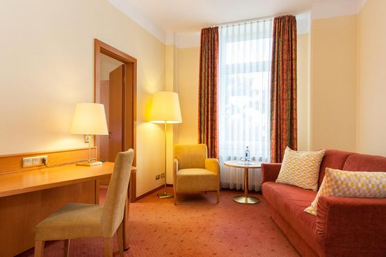 Junio Suite Sofa - Parkhotel Prinz Carl Betriebs GmbH